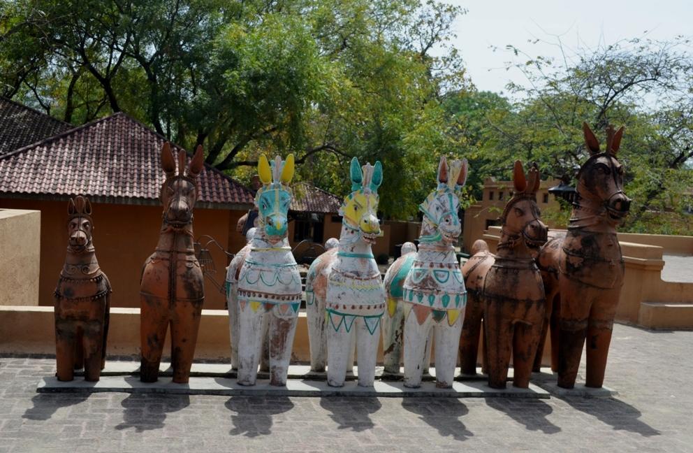 41.Aiyanar horses