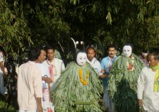 Two bohuas welcomed by the villagers