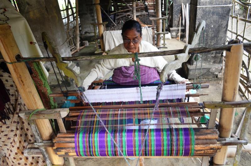 A Phakiyal(Phakial) lady on her loom