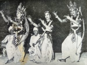 Rama, Lakshmana and Sita dance their way back to Ayodhya after defeating Ravana. Two gayana-vayana oechestra band are seen in the background