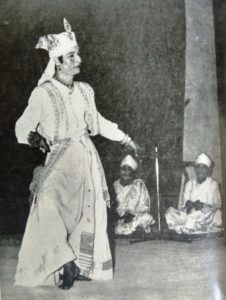 The Sutradhara reciting the play